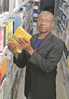 Porteiro retoma estudos após 36 anos sem estudar e se torna bacharel em Direito