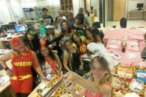 Servidores fazem festa de carnaval em vara de família
