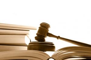 Contratar advogado associado não gera dano moral